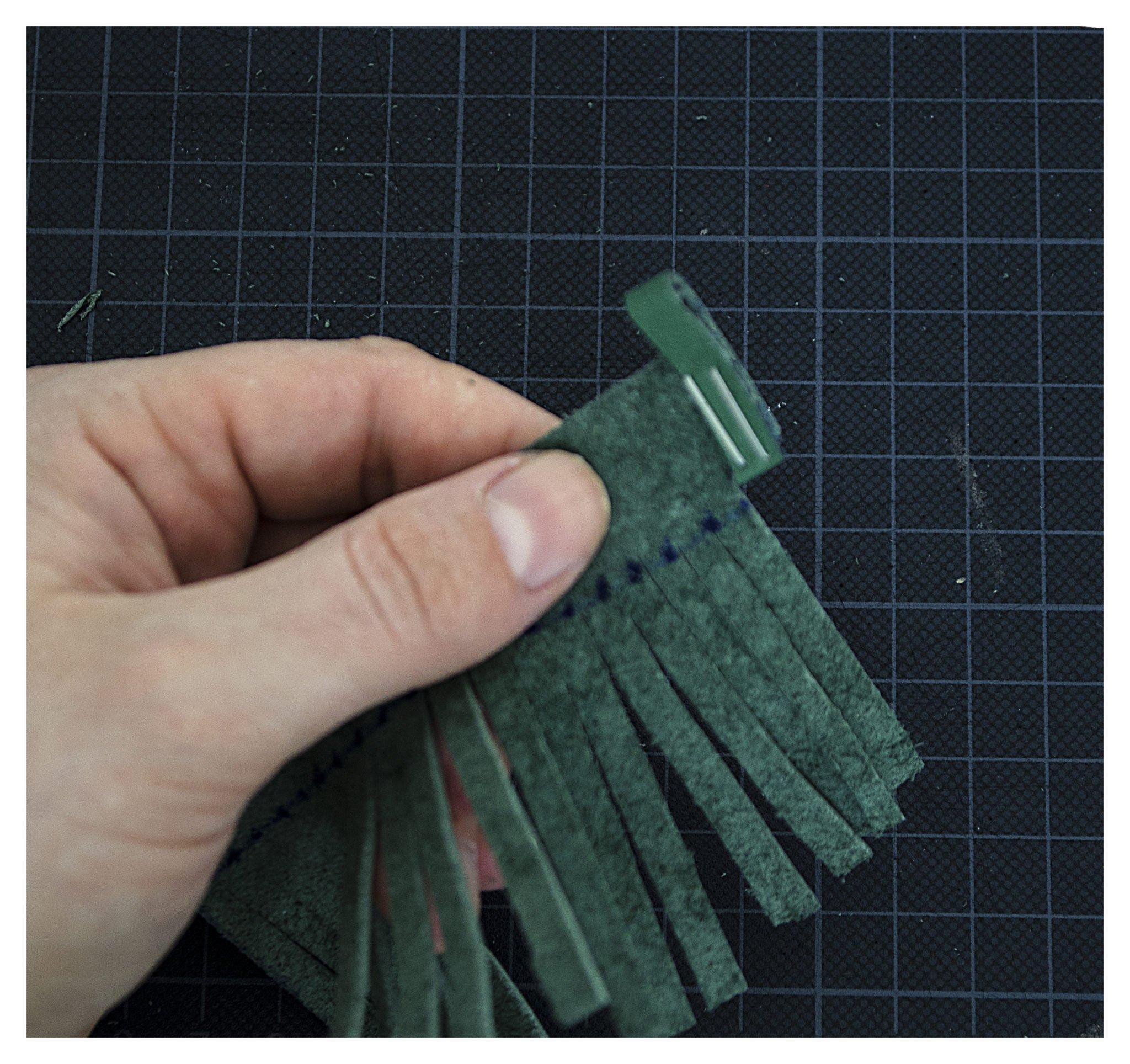 Aufhänger fest tackern für Lederquasten DIY