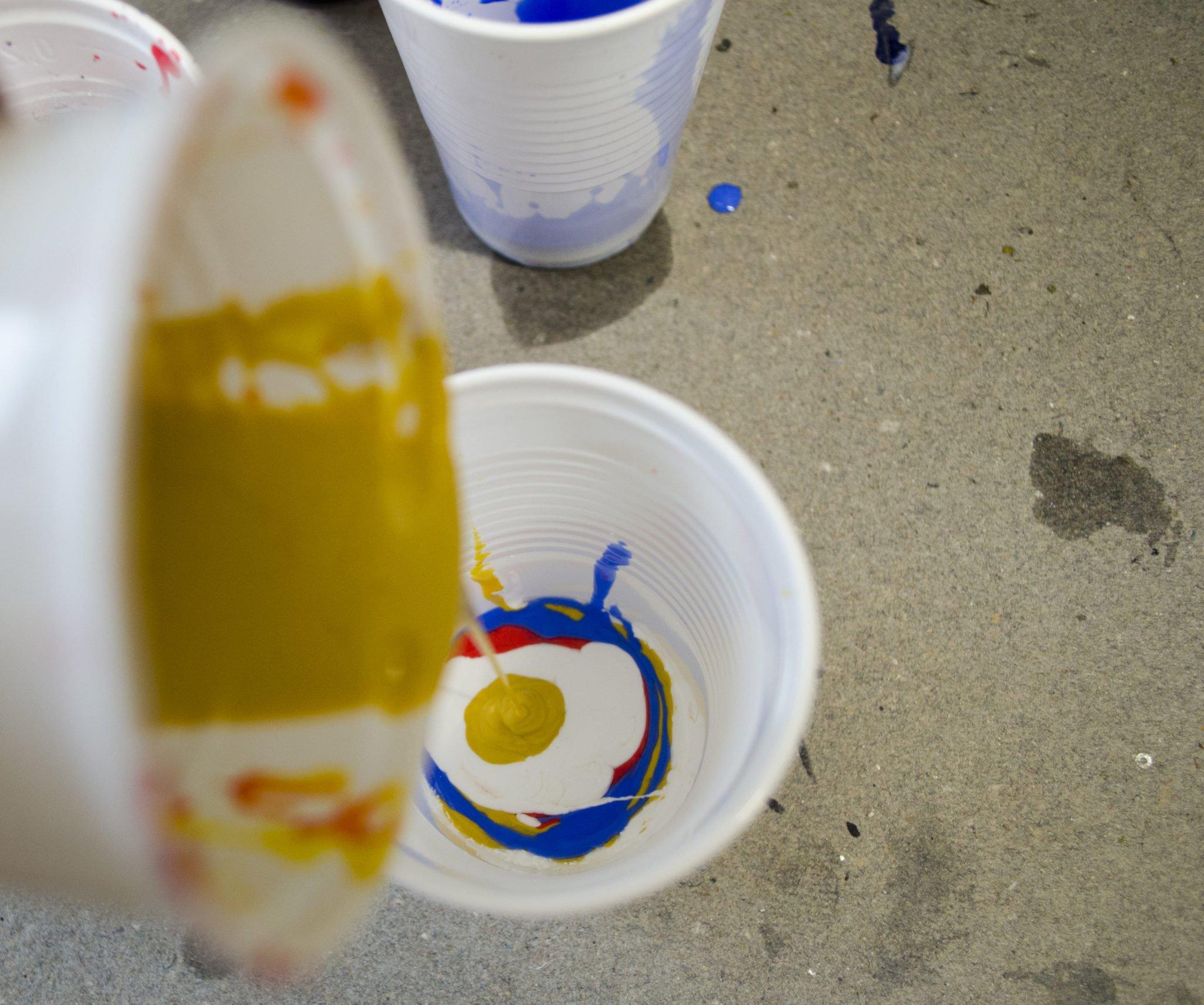 Dirty Pour vorbereiten für Abstrakte Acrylmalerei